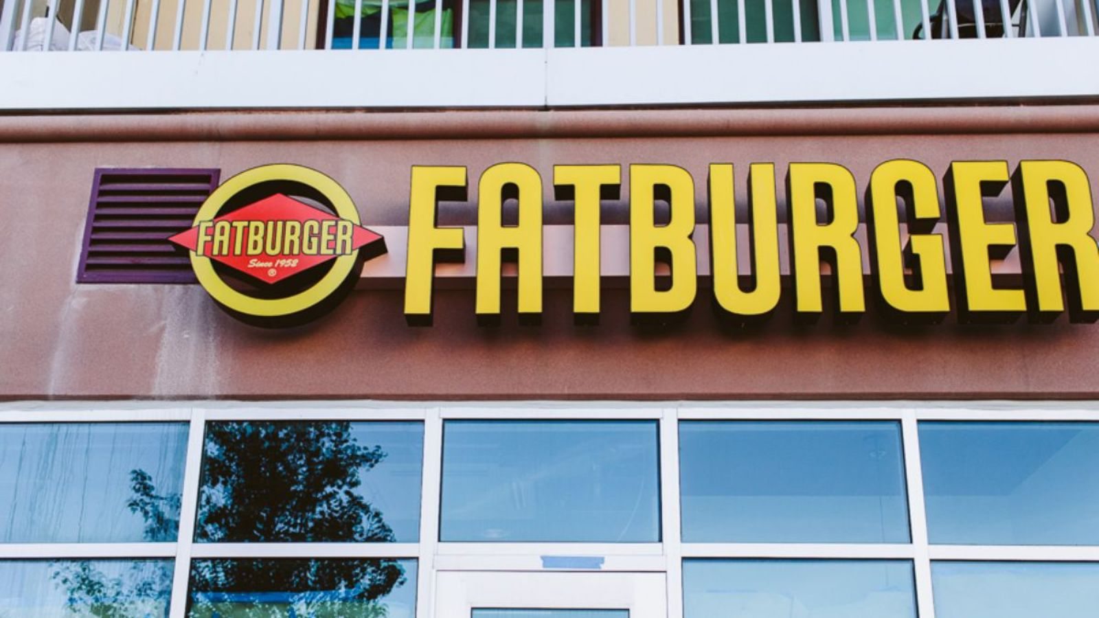 andrew wiederhorn and fatburger inc Andrew a wiederhorn, age 51, has served as the chairman of the board of  of  fatburger north america, inc since 2006 and buffalo's franchise concepts, inc.